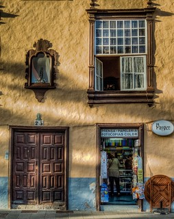 Ventanas y Puertas /  Windows and Doors