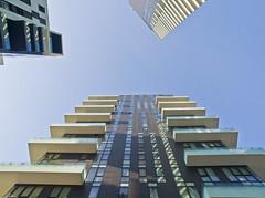 Vertikal / Vertical # 1 (schreibtnix on 'n off) Tags: reisen travelling italien italy mailand milan portanuova architektur architecture césarpelli hochhaus tower himmel sky blau blue vertikal vertical futuristisch futuristic olympuse5 schreibtnix