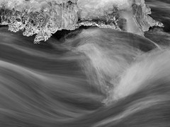Ice and water I (Fjällkantsbon) Tags: doroteakommun evamårtensson högland lappland sverige sågbacken vatten is vattenfall västerbottenslän ice iceage stream mono bw