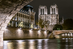 Notre Dame from the Pont Saint-Michel - Paris (Henk Verheyen) Tags: parijs paris autumn city herfst stad notre dame pont saintmichel church kerk nacht night nightphoto water longexposure