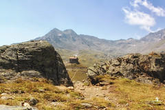 Man braucht so wenig, um glücklich zu sein... (Schneeglöckchen-Photographie) Tags: berge mountains tirol österreich berghütte sommer