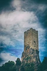 La tour à Roquebrun, Herault (Weblody) Tags: roquebrun herault tour medieval sorcier enygmatique nuage ambiance gothique