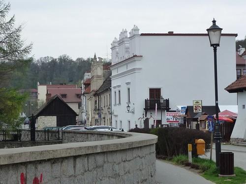 Perspektywa ulicy Senatorskiej z Kamienicą Białą