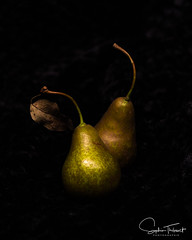 Poires, style Le Caravage (www.sophiethibault.ca) Tags: naturemorte 2017 octobre québec poires canada pears fruits macro