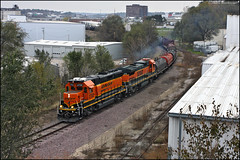 BNSF 2702 (Justin Hardecopf) Tags: bnsf burlingtonnorthernsantafe 2702 emd gp392 local freight omaha nebraska railroad train