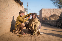 Street barber (Sohail Karmani) Tags: street streetphotography travel portrait streetportrait pakistan punjab punjabi sahiwal montgomery leicaq leica summilux wide 28mm barber streetbarber southasia