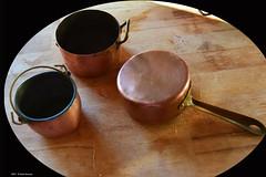 Cent'anni fa' anche in cucina si poteva giocare (Paolo Bonassin) Tags: cucina cuisine pentoleinrame copperpots kitchen