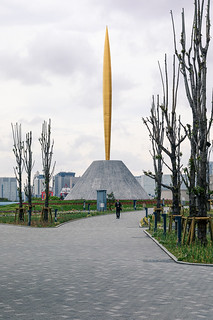 The flame of freedom gold obelisk