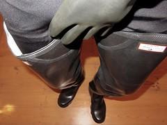 Satisfaction (essex_mud_explorer) Tags: rubber boots gummistiefel rubberlaarzen waders thighboots thighwaders thigh cuissardes watstiefel hunter shorefisher black marigoldemperor me107 gloves gauntlets