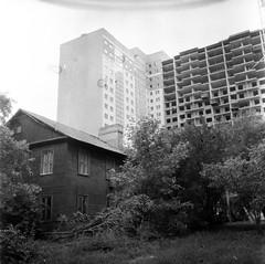 PHSQUAT_1940010 (newmandrew_online) Tags: filmisnotdead film filmphotografy film120 minsk ishootfilm bw пленка чб 6x6 expired belarus blackandwhite outdoor