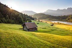 mountain morning (Lena Held) Tags: garmisch garmischpartenkirchen geroldsee gerold krün karwendel zugspitze see autumn sun sunny sunshine sunlight mountains berge alpen natur landscape landschaft world sunrise sunstar morning meadow fields cabins travel canon 5dsr 1635mm squareformat scarf square wildlife outside outdoor shot