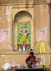 varanasi 2017 (gerben more) Tags: vendor statue hinduism hindugod woman arch architecture people india varanasi benares god