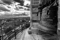 Leaning Tower of Pisa (from Above) (Bruno Naredo) Tags: torredipisa leaningtowerofpisa torredepisa campana bell storm sturm pisaturm tormenta sky clauds weather blackandwhite bw blancoynegro schwarzweiss travel ngc