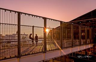 -Un coucher de soleil pour deux, avec vue sur la mer.