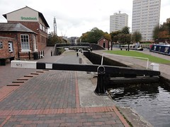 2017 10 11 218 Birmingham (Mark Baker.) Tags: 2017 baker eu europe mark october autumn birmingham bridge britain british city day england english european fall farmers flight gb great kingdom lock locks midlands outdoor photo photograph picsmark uk union united urban west