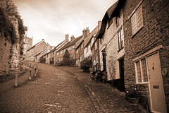 Gold Hill, Shaftesbury (EVO GT) Tags: canon canoneos80d canon80d sigma1750mmf28exdchsm england shaftesbury dorset englishvillage goldhill vintage