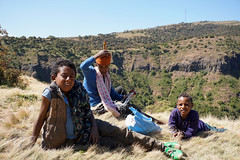 children of the mountains (simon-r-) Tags: ethiopia éthiopie äthiopien 2017 simienmountains mountains children people kids enfants kinder youth nature hills sunlight portrait life north northern africa afrique afrika eastafrica ostafrika afriquedelest travel photography world voyage amhararegion amhara إثيوبيا أفريقيا sony alpha ilce 5000
