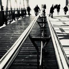 Teilung. (HansEckart) Tags: sw blackandwhite hamburg perspektive schwarzweiss szene urban mono street streetphotography landungsbrücken