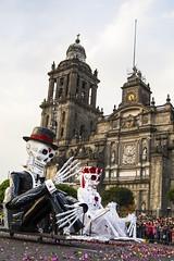"""""""Carnaval de Calaveras"""" Desfile Muertos CDMX 2017 (El Volador S.A.) Tags: roja calaveras muertos desfile mexico carnaval event street family skull car volador elvolador anima"""
