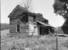 img350 (wolffriend333) Tags: mamiya6451000s 120 rollfilm blackandwhite ilfotecddx homedeveloped abandoned house hawkinscounty tennessee aristaedu
