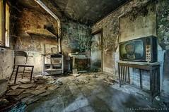 cucina & televisione (Knee Bee) Tags: casadellefavole tv artists abandonedhouse decay degrado urbex
