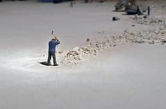 DER MANN MIT DER HACKE .  Liliana Porter, El hombre con el hacha y otras situaciones breves, Biennale Venecia, 2017 (LitterART) Tags: biennale venezia time vanitas vanity zeit porter lilianaporter pavilon pavillon argentinia argentien hacke hacha hack hoe destruction construction elhombreconelhachayotrassituacionesbreves venice