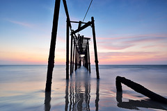 9CB_6618 (pattana92392) Tags: bridge sunset seawave sea longexposure coast sky