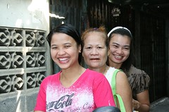 ladies on a motorcycle (the foreign photographer - ฝรั่งถ่) Tags: three ladies women motorcycle khlong thanon portraits bangkhen bangkok thailand canon