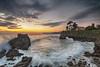 Un amanecer especial (Urugallu) Tags: amanecer mar playa agua color luz rocas casa arbol nubes cantabrico sol sedado horizonte la isla colunga asturias