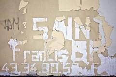 Francis (Gerard Hermand) Tags: 1708239549 gerardhermand france paris canon eos5dmarkii formatpaysage courbevoie mur wall peinture paint texte text lettre letter pub ad téléphone phone numéro number
