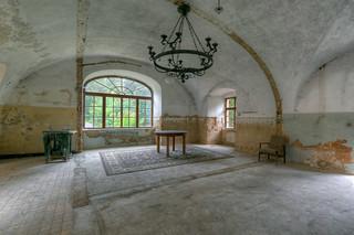 Abandoned czech castle ....