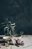 Aglio, olio e peperoncino... (Soniaif) Tags: aceite ajos blanco espacionegativo fondo fotoculinaria gris guindilla luzlateral olivo pasta