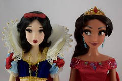 LE Snow White (2009) Greets LE Elena of Avalor (2017) - Portrait Front View (drj1828) Tags: us disneystore limitededition le le6000 le5000 doll collector collectible heirloom 17inch welcome groupphoto