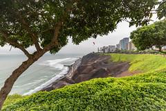 Lima - Miraflores (karindebruin) Tags: beach bomen coast canon kust landscape landschap lighthouse peru rocks strand sea vuurturen wolken southamerica miraflores trees capital hoofdstad lima