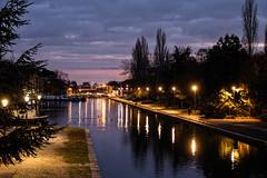 Lumières sur le canal (Lucille-bs) Tags: europe france bourgogne côtedor dijon port portducanal canal lumière crépuscule sunset coucherdesoleil automne arbre paysage