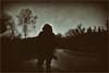 König Ludwig auf dem Weg zum Starnberger See (fotohama) Tags: chiemsee chieming bayern bavaria alpen alps steg gangplank wolken clouds holz see einfarbig boot wasser himmel sea münchen saltzburg old altes foto history bw street x100f fuji fine art black wihte kunstfotografie hamacher karl heinz gangelt reisen menschen porträts big boobs strasenbilder haare verschwommen baum gedanken erinnerungen photo streetframes blurred birch trees tree thought memories travel sw schwarz weis fotografie analog photography gras