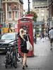 Londres-3 (pimoulin) Tags: silhouette jupe cabine rue téléphone london