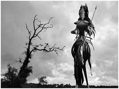 Geoffroy la Grand'dent (abac077) Tags: statue sculpture lusignan vienne 86 poitou janeconil geoffroylagranddent bw nb noirblanc blackandwhite