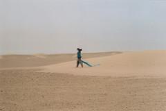 dove vai quando ti perdi? (d'ombra e di luce) Tags: film 35mm analog minoltasrt101 iran desert