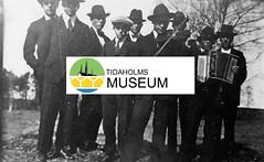 tm_568 (Tidaholms Museum) Tags: svartvit positiv fiol dragspel musikinstrument spelmän gruppfoto