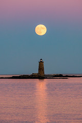 Super Moon & Whaleback Light (Robert Clifford) Tags: newengland newhampshire whaleback whalebacklight coastline color lighthouse moon moonset nh ocean robcliffordphotography robertclifford robertallancliffordcom scenic sunset supermoon supermoon2016 trees