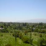 Baalbek, Blick vom Jupiter Tempel in die Beqaa Ebene und zum Libanongebirge thumbnail