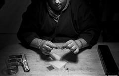 The patience of hitman (misterblue66) Tags: origami grue crane yakuza hitman tueuràgage brainelecomte d610 nikon nikonpassion bn bw noiretblanc nb michaeldavid