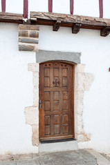 BASTIDE CLAIRENCE-118 (MMARCZYK) Tags: rouge pays basque france nouvelleaquitaine pyrénéesatlantiques bastideclairence 64 architecture vernaculaire colombage bastide navarre