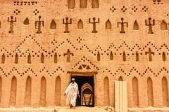 Bani, Burkina Faso (gstads) Tags: bani burkina burkinabe burkinafaso mosque mud mudbrick mudarchitecture architecture sahel africa westafrica african afriquedelouest building islam muslim mosquée islamic boubou sahelian