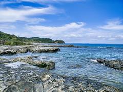 Rochas e mar! (Werner Wanderley) Tags: mar beach paradise nature beauty paraiso beleza rocha stone sky