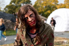 Zombie girl portrait (andrea.prave) Tags: luccacomics luccacomicsgames luccacomics2017 luccacomicsgames2017 2017 lucca luccacg luccacg17 luccacg2017 cosplayer cosplay costumi コスプレ zombie zombi nonmorto ゾンビ ritratto portrait retrato 肖像画 صورة porträt girl ragazza umbrellacorporation