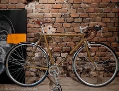 Zu verkaufen: mein Eingänger, als Rahmen mit Gabel oder als komplettes Rad oder alles dazwischen. Komplett Columbus SL, RH 57 / OR 57 (ca.). Bei Interesse bitte PM oder Mail! #ccycles