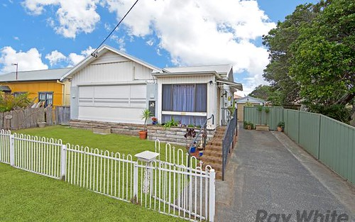 6 Dennis Rd, The Entrance North NSW 2261
