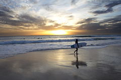Zonsondergang (jaocana76) Tags: surf tabla arteyvida tarifa cadiz campodegibraltar estrechodegibraltar straitsofgibraltar oceano ocean atlantico atlantic atardecer sunset beach cielo sky nubes clouds strog nuboso cloudy canon1635 canoneos7d jaocana76 juanantonioocaña